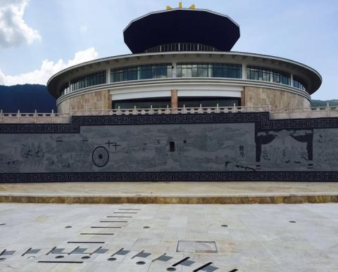 云南保山景观壁雕